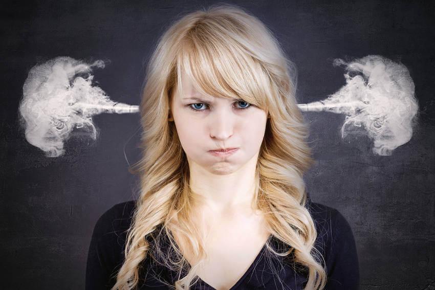 Suuttunut nainen