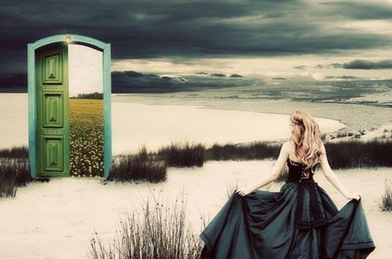 Ovi avautuu