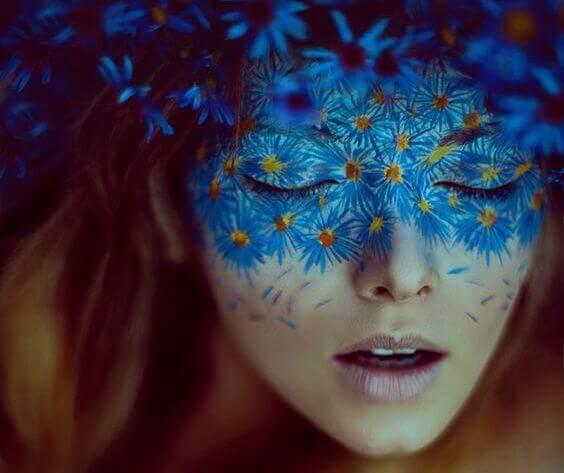 Kukat naisen kasvoilla