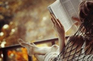 Luemme riippumatossa