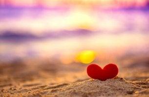 Sydän hiekassa
