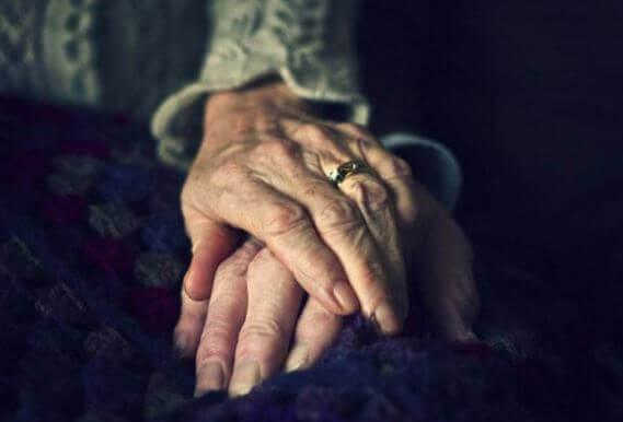 ryppyiset kädet