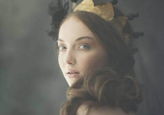 naisella kruunu