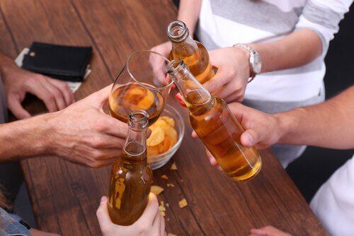 Kapea raja alkoholismin ja tottumuksen välillä