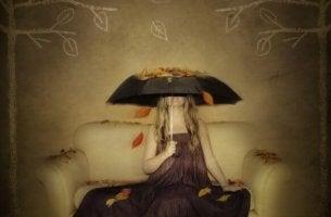ystävät nainen ja sateenvarjo