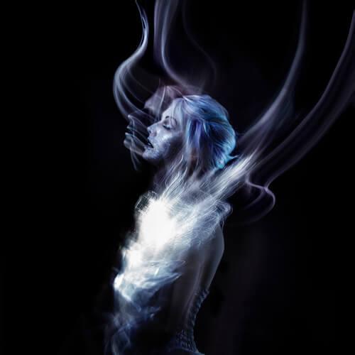 Nainen savussa