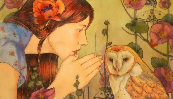 nainen kuiskaa pöllölle