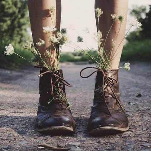 kukkia kengissä
