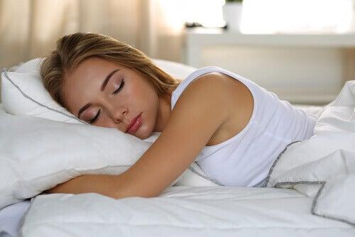 onnellisten ihmisten tapa on nukkua riittävästi