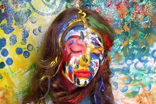 maalattu nainen