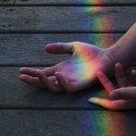 sateenkaari käsissä