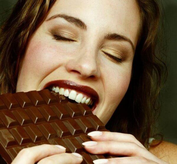 dopamiini vapautuu suklaata syödessä