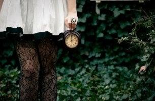 kello kädessä