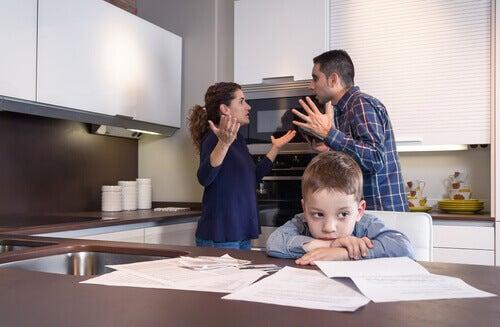 vanhemmat riitelevät