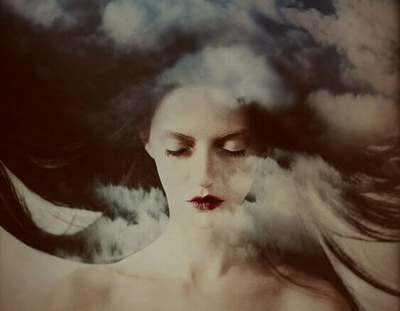 nainen ja savu