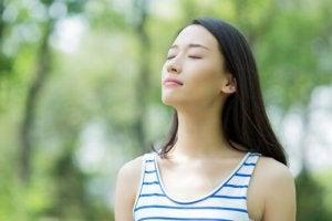 rauhallinen nainen