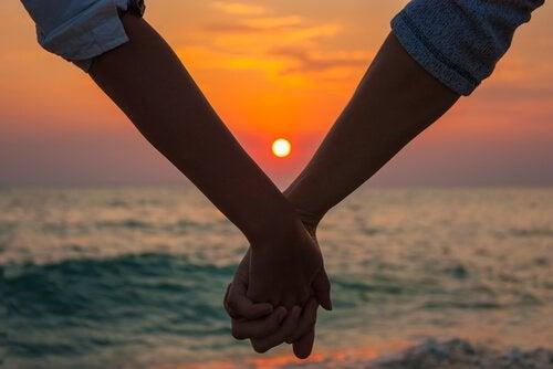 Iltahämärän rakkaus: kypsä rakkaus, joka saapuu oikealla hetkellä