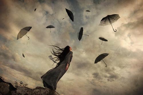 sateenvarjot ilmassa
