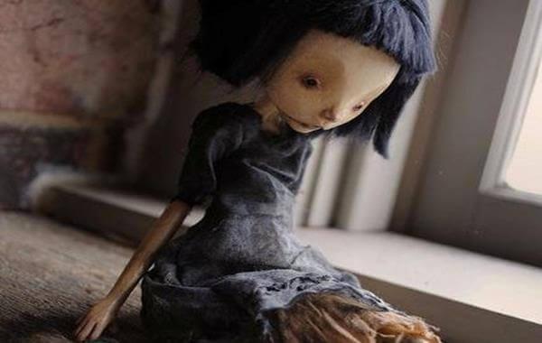 surullinen nukke