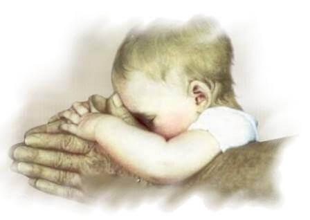 vauva ja isot kädet