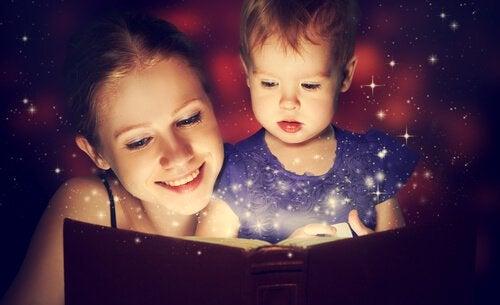 Äidin ja lapsen tarinatuokio