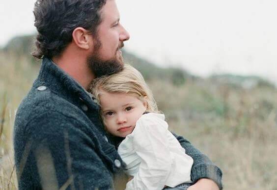 isä ja pieni tyttö