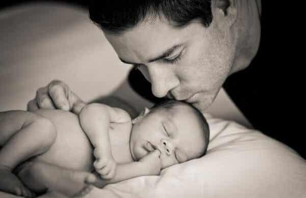 """Isä joka välittää vauvastaan ei ole vain """"auttamassa"""""""
