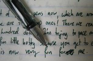 kynä ja kirjoitus
