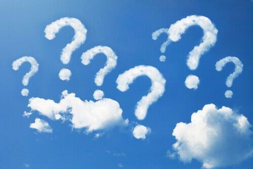 kysymyksia-pilvissa