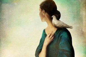 lintu naisen olkapäällä
