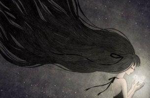 pitkähiuksinen tyttö ja valopallo