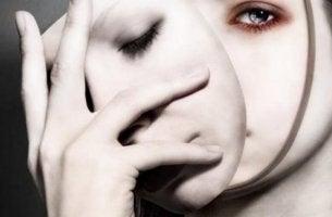 kasvojen poisto