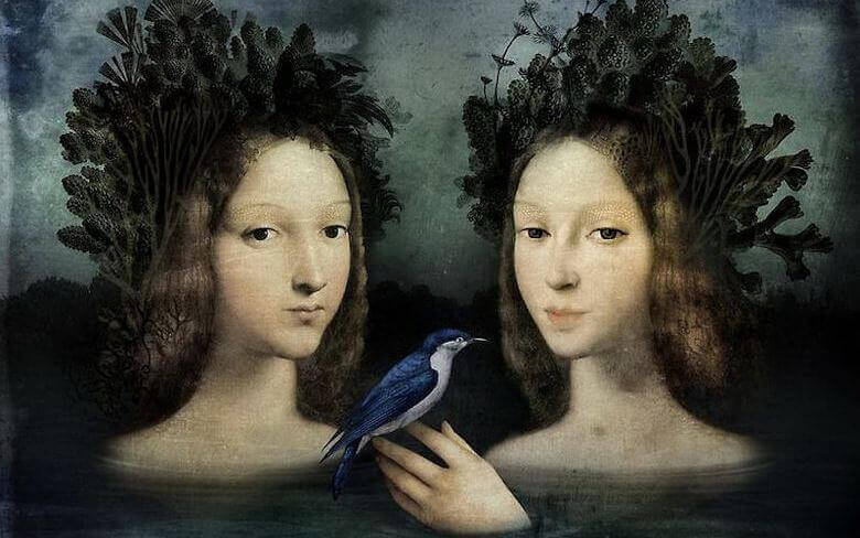 kaksi naista ja lintu
