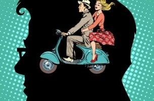 pariskunta mopedilla