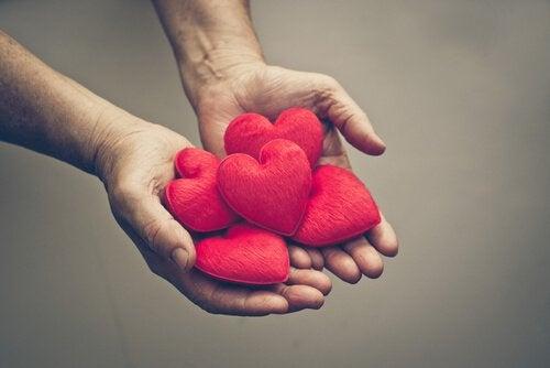 sydämet käsissä