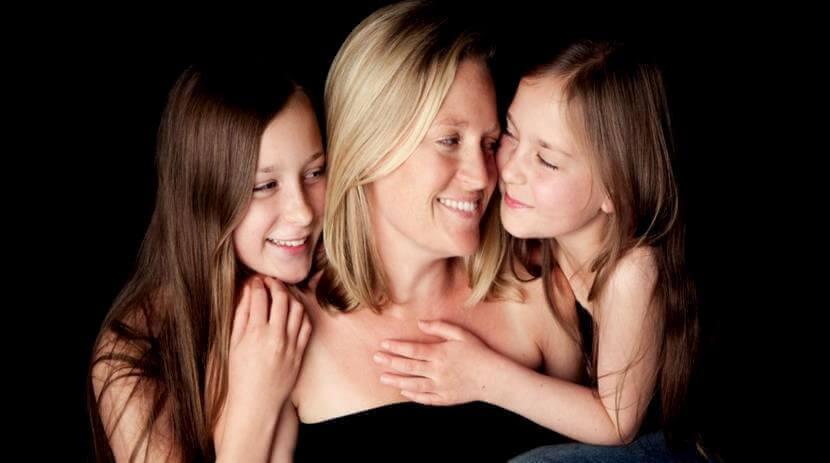 äiti ja kaksi tytärtä