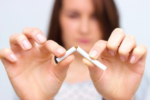 5 vinkkiä, jotka auttavat lopettamaan tupakoinnin
