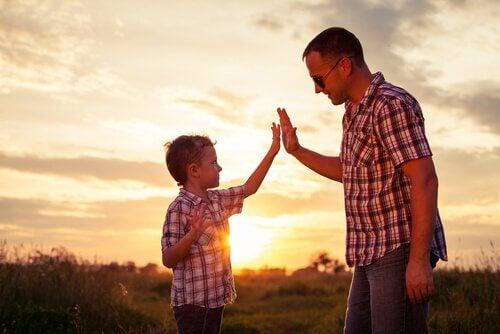 ylävitonen poika ja isä