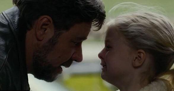 Isä ja itkevä tyttö
