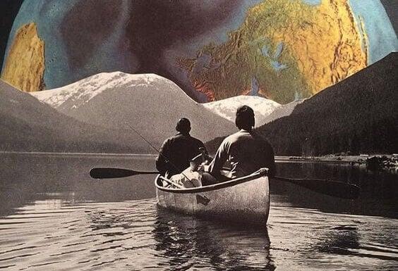 veneilijät katsovat maapalloa edessään