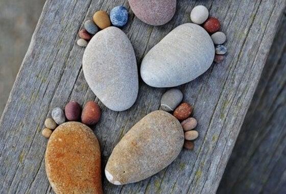 kivistä tehdyt jalat