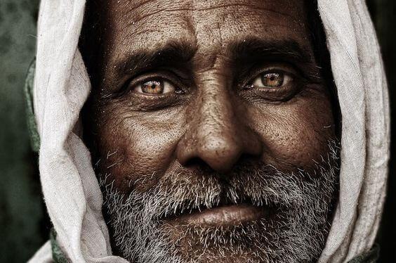 vanhan miehen katse