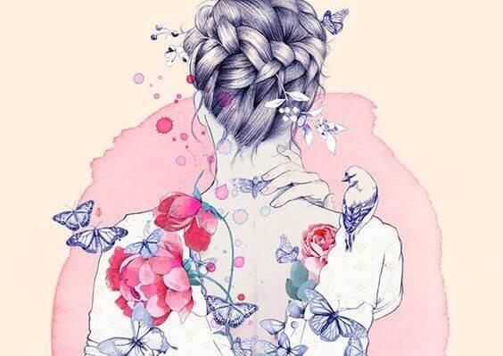 naisen selässä on kukkia