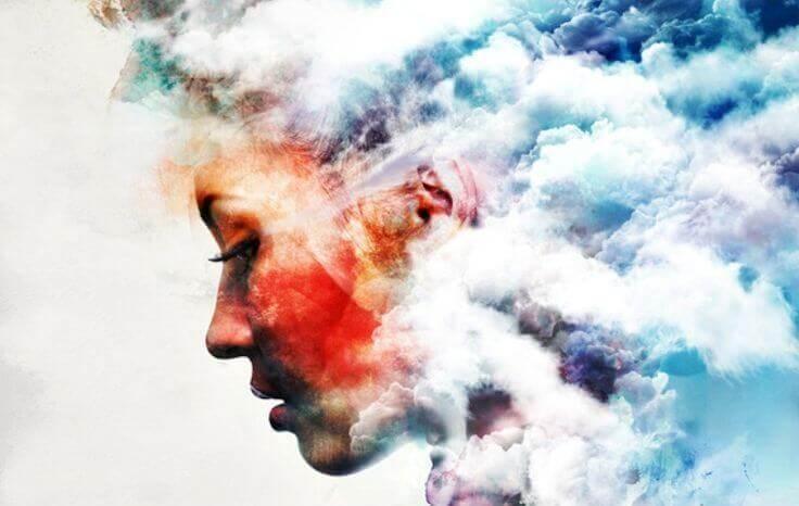 nainen on pilvi