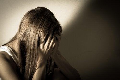 masentunut tyttö