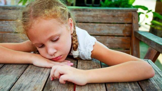 surullinen tyttö