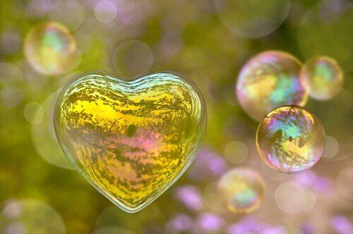 sydämen muotoinen saippuakupla