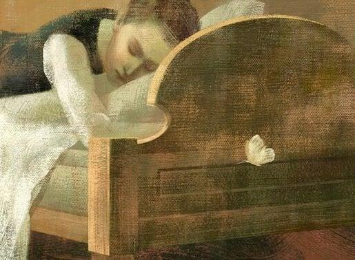 nainen sängyllä ja perhonen lentää huoneessa