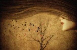 tytön pitkät hiukset ja puu