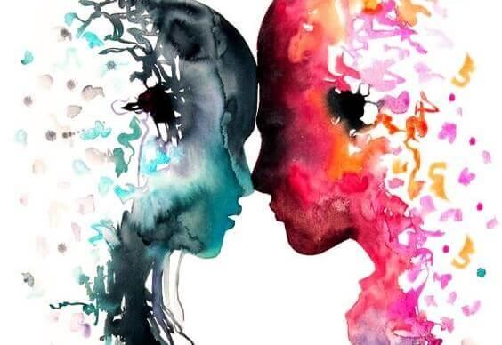 kaksi värikästä hahmoa